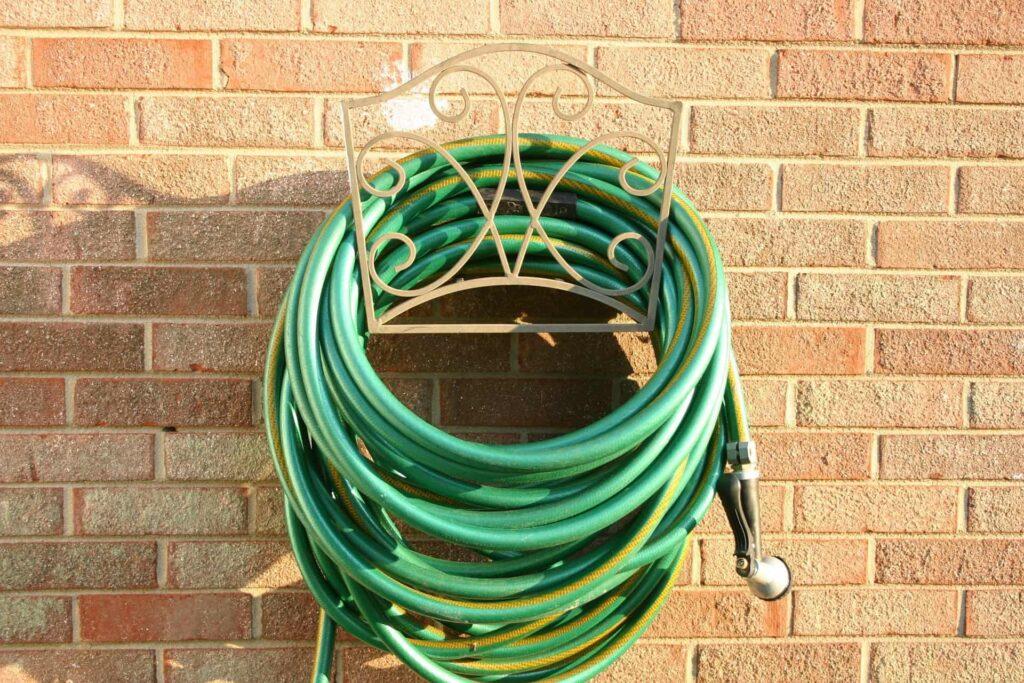 Gartenschlauch für die Rasenbewässerung